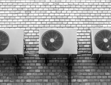 Pared con aparatos de aire acondicionado